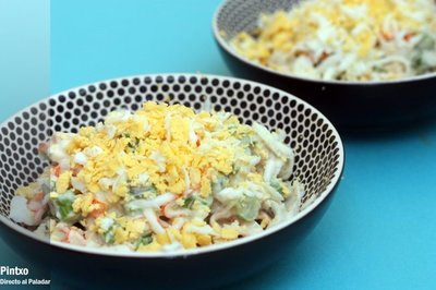 Receta de ensaladilla de espárragos verdes y surimi