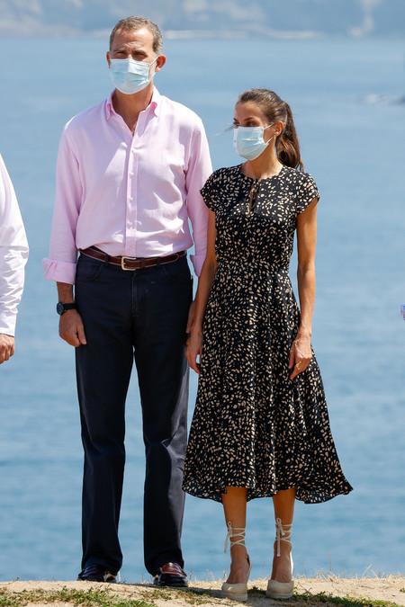 https://www.trendencias.com/moda-famosas/reina-letizia-finaliza-gira-espana-asturias-estrenando-vestido-massimo-dutti