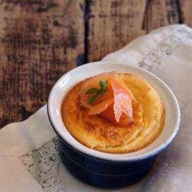 Cómo hacer soufflé de salmón ahumado: receta fácil para un entrante elegante y refinado