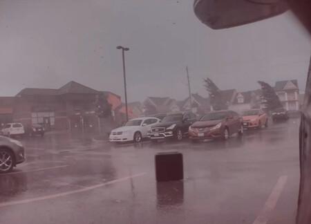 ¡En el ojo del huracán! El Modo Centinela de este Tesla Model X inmortaliza la destrucción de un tornado