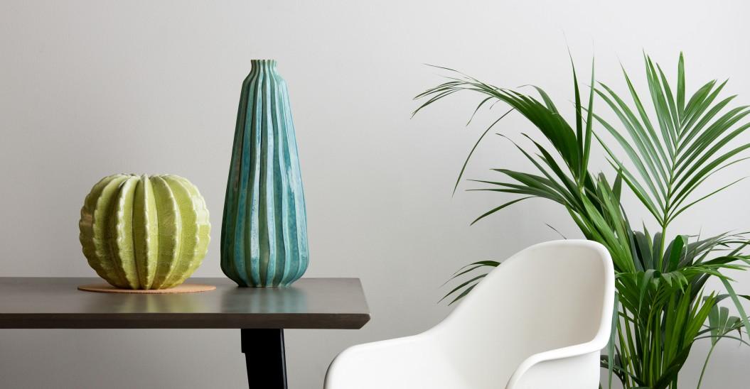 Jarrón alto en forma de cactus