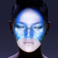 La espectacularidad de un rostro convertido en un lienzo tecnológico