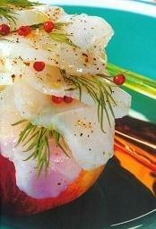Carpaccio de bacalao con frutas a la pimienta rosa
