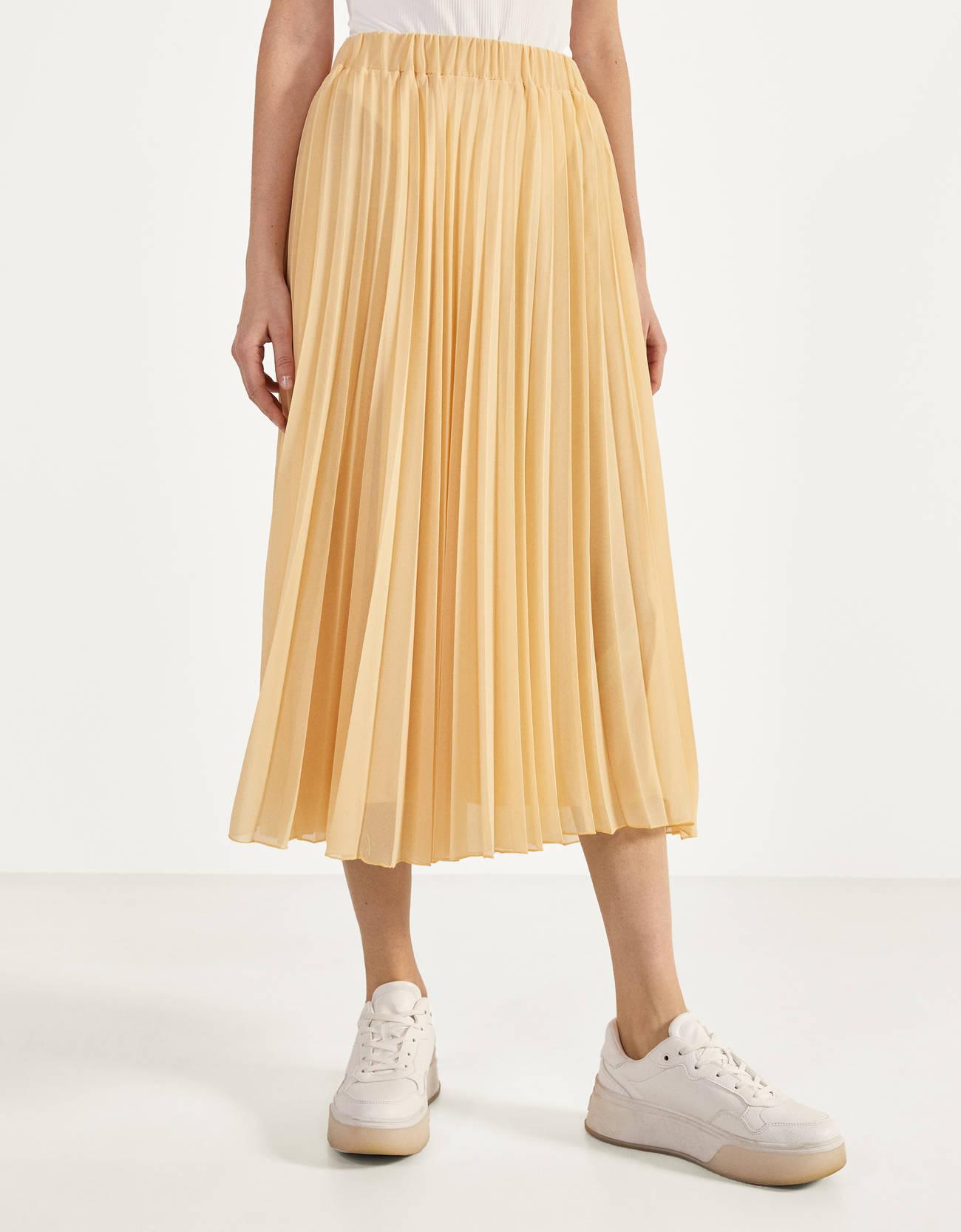 Falda midi plisada en beige