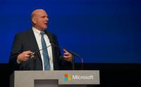 Steve Ballmer aprovecha su última reunión con los accionistas para defender su estrategia