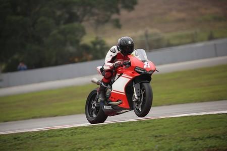 Una Ducati 1299 Superleggera de serie demeustra su ADN de competición al conseguir su primer pódium