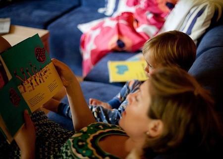 Te contamos como alimentar y proteger la rutina de leer a los niños antes de acostarse