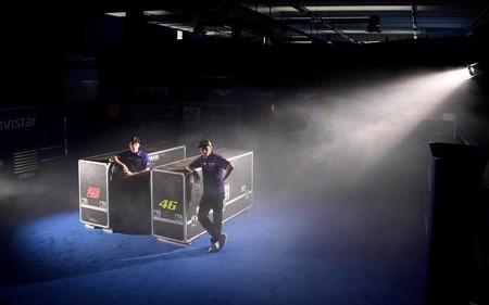 Al final lo más novedoso en la presentación del equipo Movistar Yamaha MotoGP ha sido... ¡Maverick Viñales!