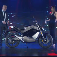 La Super Soco TS Street Hunter desvela su agresiva apariencia naked, para una moto eléctrica con '200 km' de autonomía