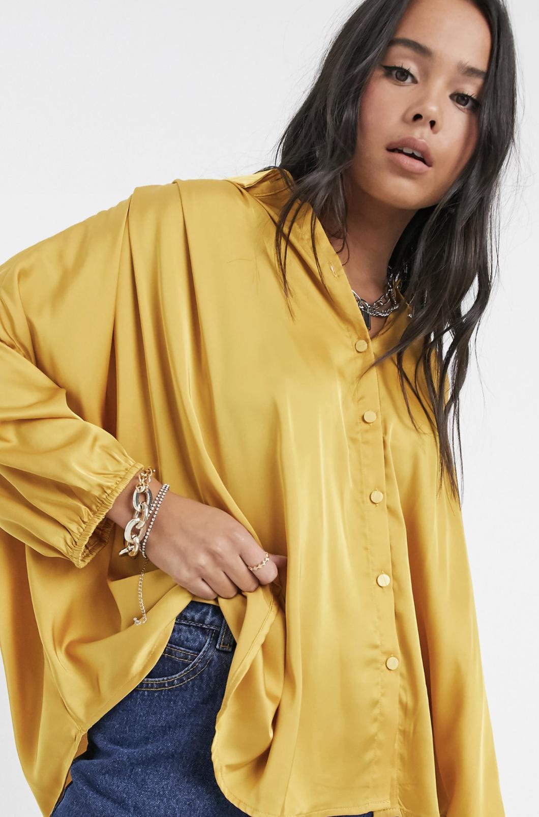 Camisa extragrande de satén amarillo de Vila