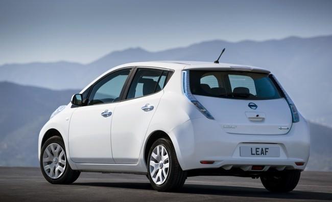 Nissan LEAF 2013 blanco 04