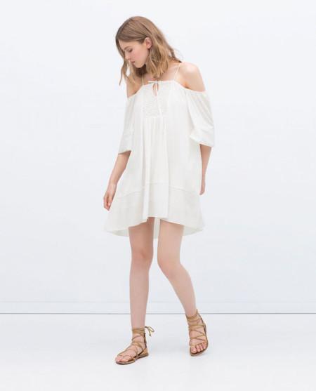 Vestidos De Baño Sol Blanco: vestido fresco y de estilo suelto como el de Zara con hombros al aire