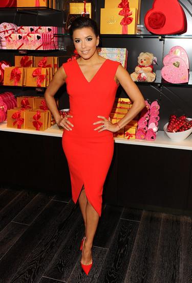 Eva Longoria celebra el Valentines Day en Los Angeles vestida de rojo