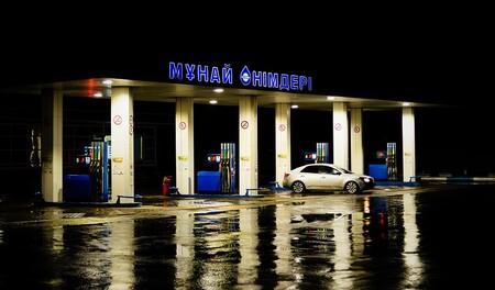 Ya hemos alcanzado el peak oil: el petróleo llega a su punto de no retorno y empieza la era dorada de los coches eléctricos