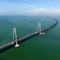 China muestra al mundo el puente marítimo más largo del mundo: 55 kilómetros y acero para construir 60 torres Eiffel