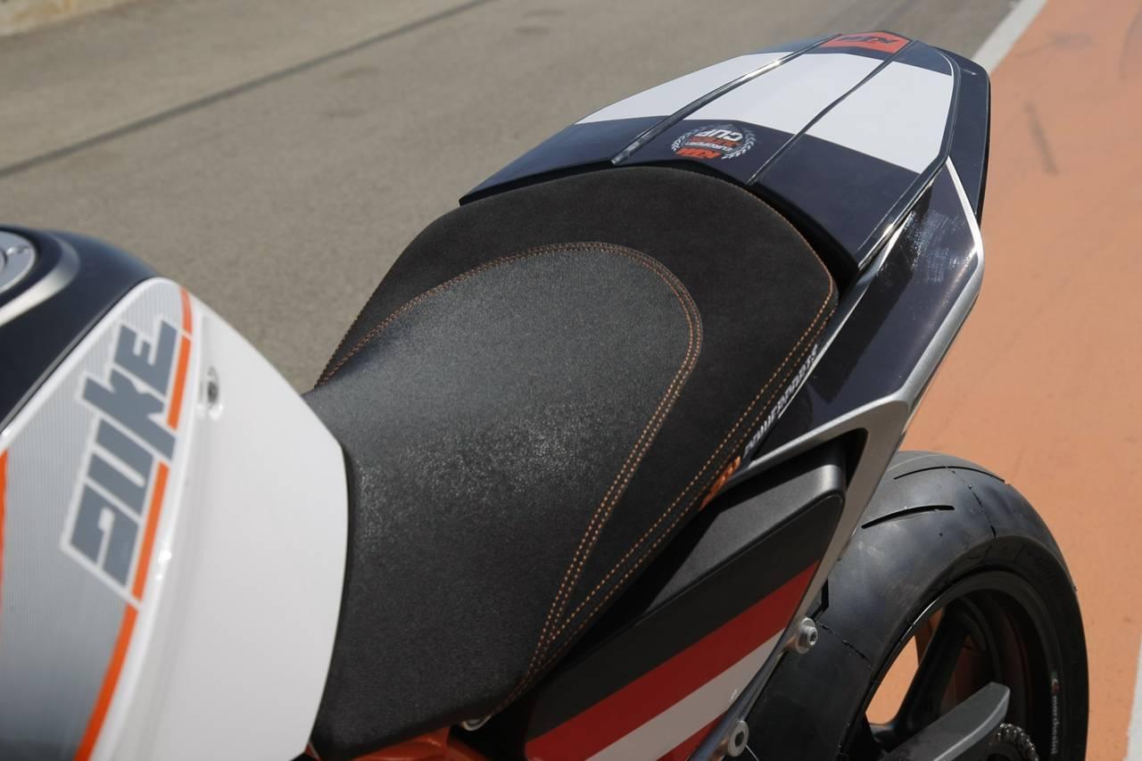 """Foto de KTM 690 Duke """"Track"""", limitada a 200 unidades. Definitivamente quiero una (3/31)"""