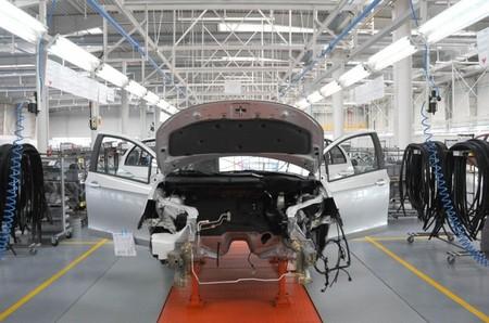 Las marcas japonesas recortan la producción para China