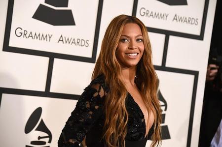 Beyoncé, Miley y otras de luto, pero monérrimas, en los Grammys 2015