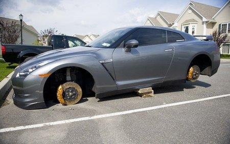 Dolorpasión™: Nissan GT-R edición pies descalzos