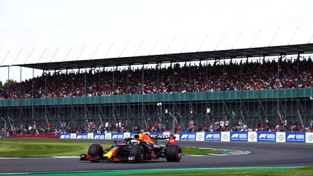 Max Verstappen se lleva la primera pole a sprint de la Fórmula 1 y Fernando Alonso se exhibe en Silverstone