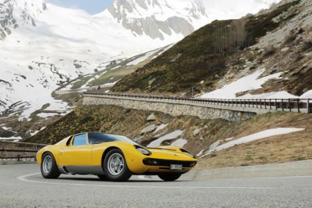 Lamborghini saca dos Miura del museo para recrear la escena inicial de The Italian Job