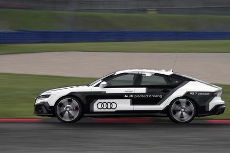 Mira el Audi RS 7 piloted driving concept corriendo sin conductor
