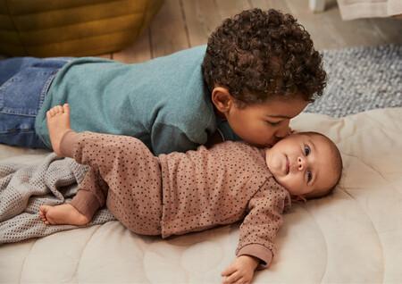H&M lanza prendas extensibles que se adaptan al crecimiento del bebé que además son monísimas