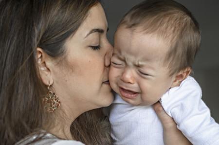 Ese horrible día en que tu bebé se te cae al suelo por primera vez