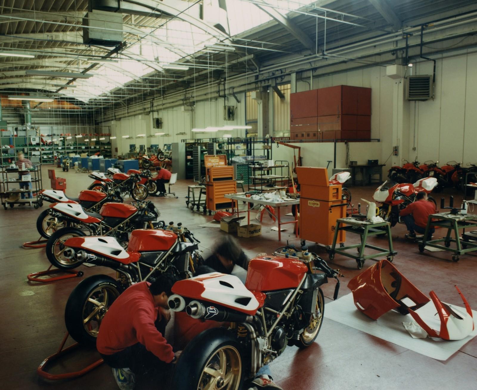 Foto de Ducati Panigale V4 25° Anniversario 916 (41/73)