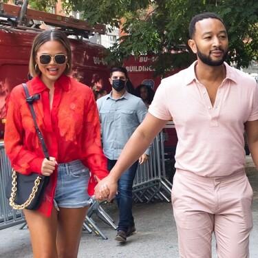 John Legend sabe que el color rosa es el más veraniego y fresco, y así lo imitamos con éstas polos de rebajas en El Corte Inglés