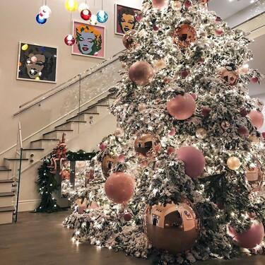Nueve tendencias de decoración de árboles de navidad para estas fiestas 2020 y 15 ideas para comprar