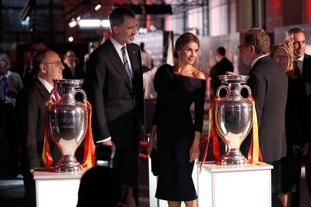 Doña Letizia se ha marcado este espectacular lookazo de Delpozo en los Premios del Diario As