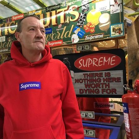 Conoce a Lance Walsh, la nueva estrella del streetstyle de 57 años que sólo viste de Supreme
