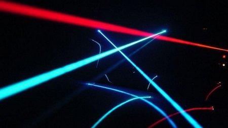 Nuevo récord en comunicaciones ópticas: 26 Tbps usando un único láser
