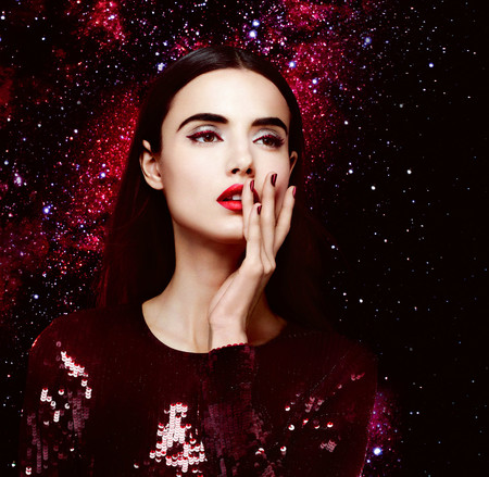 La colección de Givenchy para el otoño 2018 apuesta por un impactante rojo metalizado