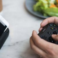 El gamepad GoPlay Sidekick para iPhone, iPad y Apple TV ya está disponible, y es perfecto para llevártelo donde sea