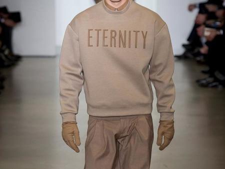 Que tu look hable por ti: La tipografía en suéteres como tendencia de invierno