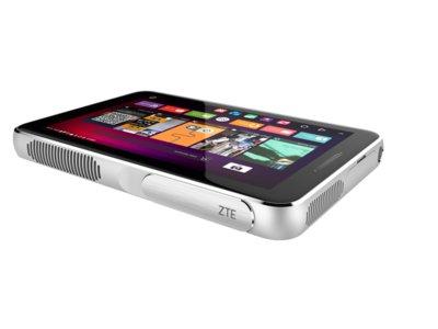 La nueva ZTE Spro Plus es una tablet que además esconde un picoproyector