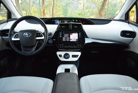 Hyundai Ioniq Vs Toyota Prius 9