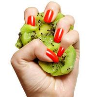 Lo último para lucir una manicura perfecta: llega el exfoliante de uñas de kiwi