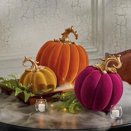 Calabazas de terciopelo, la versión más elegante del adorno de Halloween más tradicional