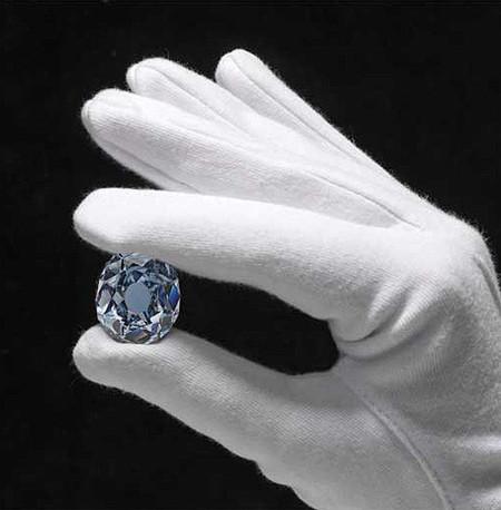 Christie's subasta el diamante azul que pintó Velázquez en 'Las Meninas'