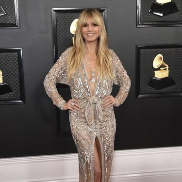 Heidi Klum desfila con un diseño de Dundas por la alfombra roja de los Premios Grammy 2020