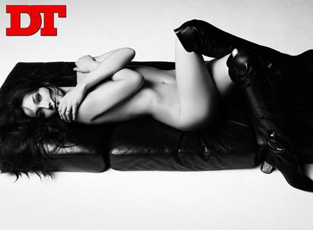 El desnudo de Carla Bruni en la revista DT