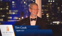 Imagen de la semana: Tim Cook insiste en luchar contra la discriminación tras recibir un premio de la Universidad de Auburn