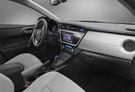 Toyota Auris Híbrido 2013 04