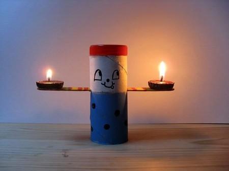 Recicladecoración: porta velas con cartones de rollos de papel, palitos de helado y chapas