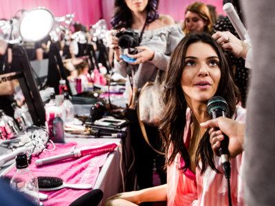 Y con la llegada de diciembre, los ángeles de Victoria's Secret desfilan por la pasarela