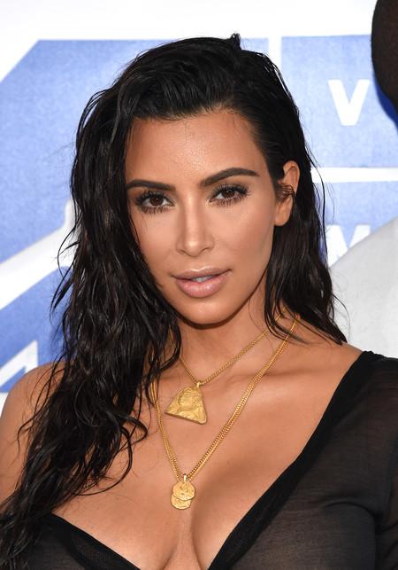 Kim Kardashian va más allá y luce un vestido ¡completamente transparente!