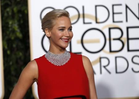 Jennifer Lawrence es la mujer de rojo de los Globos de Oro 2016